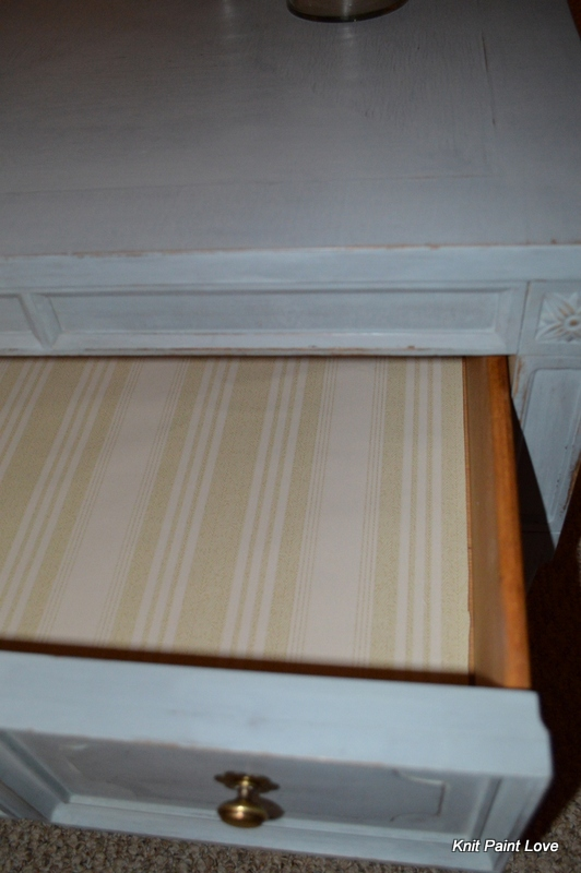 Wallpaper drawer liner